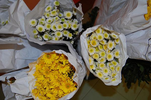 wedding flower delivery schedule local florist floral